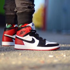 "Air Jordan 1 Retro High ""Black Toe"""