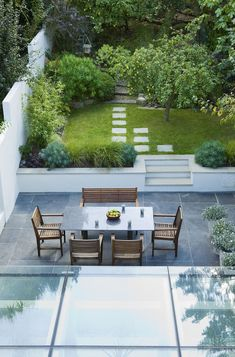 Some garden design projects successfully completed in and around London by the london garden designer Sara Jane Rothwell. Landscaping On A Hill, Large Backyard Landscaping, Back Garden Design, Patio Design, Backyard Designs, Backyard Ideas, Design Design, Design Ideas, Terraced Patio Ideas