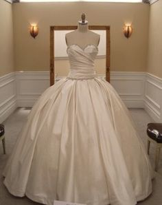Pnina Tornai Ballgown.. normally i find her gowns trashy as shit, but given as this isn't see-through, i find myself liking it