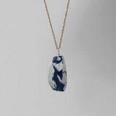 Stuff&Stuff marbled porcelain crystal pendant in royal blue