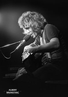 Kevin Coyne Tilburg 1977 #kevincoyne White Photography, Rock And Roll, Bands, Artists, Black And White, Concert, Black White, Rock Roll, Black N White