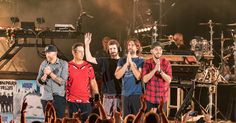 (l-r) Dave Farrell, Joe Hahn, Brad Delsen, Rob Bourdon and Mike Shinoda of Linkin Park show their thanks to the cheering audinece during the 'Linkin Park And Friends Celebrate Life In Honor Of Chester Bennington' benefit concert on Oct. 27, 2017.