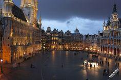 Гранд-Палас - вечером - одна из красивейших площадей мира - Брюссель - Бельгия - достопримечательности - GlobeTrotter - рассказы о путешествиях - отзывы о странах - Опубликовать рассказ - Brussel Grand Palace