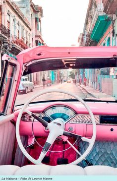 """Esta es una colección de fotos e imágenes de Cuba realizadas por varios autores.Muchos ya sabéis que en Facebook , Tumblr, Google+ y Pinterest suelo poner cada día, (algunos no) lo que llamo """"CUBA EN FOTOS"""". Son imágenes que me gustan y al parecer a vosotros también, pues por eso, para que no se pierdan, voy a ir poniéndolas aquí.Son fotografías de Cuba y los cubanos captadas por muchos fotógrafos los cuales aparecen en el pie de..."""