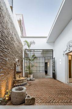 Delfino Lozano transforms traditional Guadalajara house into light-filled family home Design Exterior, Interior And Exterior, Stone Interior, Interior Garden, Casa Patio, Home Deco, Future House, Architecture Design, Outdoor Living
