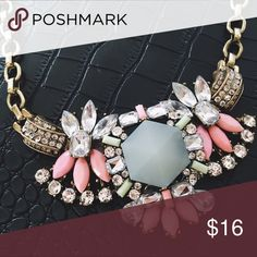 Beautiful Statement Necklace! Beautiful statement necklace. Amazing to dress up any outfit! Enjoy! Sorry, ❌NO TRADES ❌ Same day or next morning shipping!! Insta: @Jessymk francesca's Jewelry Necklaces