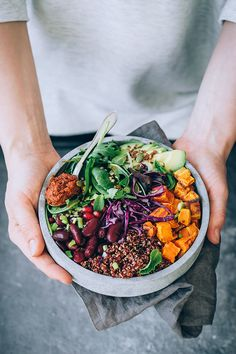 Healthy meals 85779567887797157 - My favorite Buddha bowl, with red quinoa, sauerkraut and sun-dried tomato dressing Source by minimalistbaker Whole Food Recipes, Diet Recipes, Healthy Recipes, Protein Recipes, Salad Recipes, Vegan Vegetarian, Vegetarian Recipes, Healthy Snacks, Healthy Eating