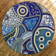 Tisch einer Kursteilnehmerin #mosaic #mosaik #mosaico #mosaics #mosaici #mosaique #blau #mosaiktisch #mosaictable #gartentisch…