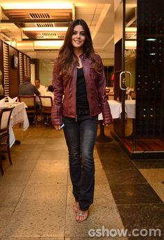 Julia Dalavia apostou em um look mais casual