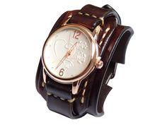 Dámské+vintage+hodinky+tmavohnědé+Náramok+je+vyrobený+z+pravej+kože+(+zákazková+výroba+)+Farba:+tmavohnědá+Šírka:+4,5+cm+Dĺžka:+podľa+želania+Hodinky:+SKONE+(+quartz+)+vodeodolné+na+bežné+použitie+(+nie+sprchovanie+a+pod.+)+Remienok+je+ručne+prišitý+takže+sa+pohodlne+nosí+aj+na+malej+ruke.+Všetko+je+šité+ručne,+hrany+kože+sú+vyhladené+tak+aby+sa+hodinky+nosili+...