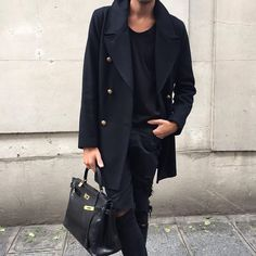 Man with Hérmes Kelly Bag Hermes Birkin, Hermes Kelly Bag, Hermes Men, Hermes Bags, Boy Fashion, Mens Fashion, Fashion Outfits, What Should I Wear, Preppy Look