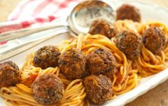 spaghetti and vegan meatballs - Our fabulous jarred pasta sauce is the key to this meatless-meatball meal. For even more flavor, add chopped pitted olives to the meatball mixture. Let the kids help roll the meatballs. Whole Foods Market, Meatless Meatballs, Vegan Meatballs, Turkey Meatballs, Vegan Foods, Vegan Dishes, Vegan Meals, Vegan Spaghetti, Vegan Pasta