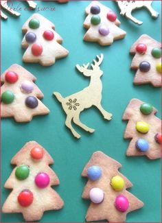 smarties biscuits sablés sapin noël aux de Biscuits sablés sapin de noël aux smartiesYou can find Einfache weihnachtsplätzchen and more on our website Delicious Cake Recipes, Easy Cake Recipes, Yummy Cakes, Cookie Recipes, Chocolate Mousse Cake Filling, Chocolate Fruit Cake, Rum Fruit Cake, Fresh Fruit Cake, Fruit Birthday Cake