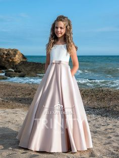 High quality hand-made dresses for girls for whole spectrum of special ocasions: flower girl dresses, first communion dresses, birthday party dresses. Princess Flower Girl Dresses, Wedding Flower Girl Dresses, Little Girl Dresses, Dresses For Teens, Girls Dresses, The Dress, Baby Dress, Pink Dress, Kids Bridesmaid Dress