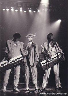 HELENA 50 LET NA SCÉNĚ   Velká neónová láska - Koncertní turné se skupinou Bacily a bratrem Jiřím Vondráčkem (1985). Neon, Women's Fashion, Concert, Fashion Women, Womens Fashion, Neon Colors, Concerts, Woman Fashion