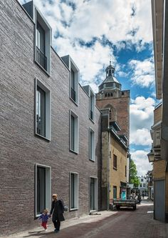 Dreessen+Willemse+adds+a+modern+brick+building+to+a+historic+Utrecht+street