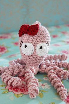 En bläckfisk. Virkad för de allra minsta.