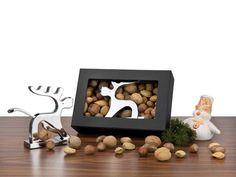 Rentire und Nüsse - an Weihnachten ein absoluter Werbeartikel Bestseller (vor allem in Kombination) Tree Branches, Dog Food Recipes, Bookends, Art Pieces, Pets, How To Make, Home Decor, Nutcrackers, Casket