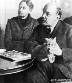 Vladimir Lenin with wife Nadezhda Krupskaya and their kitten