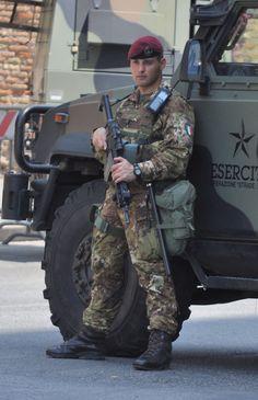 Esercito Italiano Hot Army Men, Sexy Military Men, Military Love, Army Police, Military Special Forces, Italian Army, Hot Cops, Camo Men, Men In Uniform