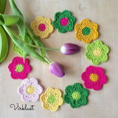 This Spring Flowers Crochet Free Pattern is a easy and simple pattern that's great for decorating. Make one now with the free pattern provided by the link below. Crochet Puff Flower, Knitted Flowers, Easter Crochet, Crochet Flower Patterns, Flower Applique, Crochet Motif, Free Crochet, Knitting Patterns, Crochet Roses