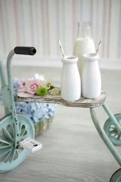 Tricycle, Shabby Chic Style - is this not the cutest side table you've ever seen? Shabby Chic Cottage, Shabby Chic Decor, Cottage Style, Cottage Farmhouse, French Cottage, Looks Vintage, Vintage Love, Wedding Vintage, Vintage Ideas