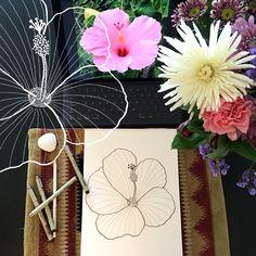 Day 10 #30ideas30days #illustration #flowers #blackandwhite #drawing #patternly.design #30ideias30dias #ilustração #flores #pretoebranco #desenhoobservacao #decolalab2016 #oficinaamandamol