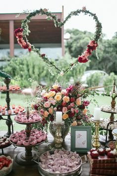 This sweet table is so romantic. Trendy Wedding, Boho Wedding, Rustic Wedding, Wedding Flowers, Dream Wedding, Wedding Day, Wedding Arrangements, Flower Arrangements, Party Decoration