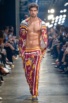 ~ Living a Beautiful Life ~ Murilo Lomas Spring/Summer 2017 - Sao Paulo Fashion Week Fashion Moda, Fashion Show, Mens Fashion, Fashion Design, Fashion Trends, Hommes Sexy, Male Models, Beautiful Men, Summer Styles