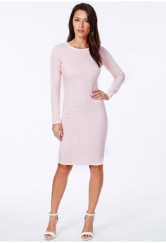 Dogtooth is set to be a style saviour this season, and this piece is perfect. Sophisticated and flattering, this beautiful midi is a great way to work ladylike chic. Simply pair with court heels for a gorgeous look.  Exposed zip fastening...