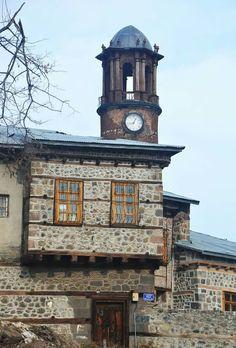 FOTO Nihat Kılıçoğulları- Erzurum saatkulesi/ TÜRKİYE Turkey Culture, Turkey Photos, Turkey Travel, Culture Travel, Stone Houses, Traditional House, Historic Homes, Istanbul, Tower