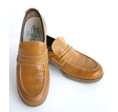 6e4bd128c4c Mens Vintage 70s LEVIS Gum Sole Lt Brown Tan Leather Loafers Shoes によく似た商品を  Etsy で探す