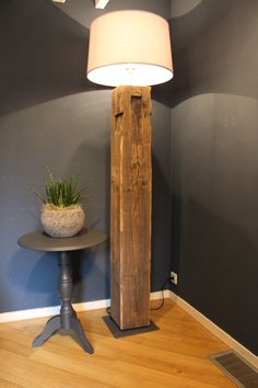 wooden floor lamps made from old farm trusses with weighted base. Diy Floor Lamp, Wooden Floor Lamps, Wooden Lamp, Rustic Lamps, Rustic Lighting, Rustic Furniture, Diy Furniture, Diy Bedroom Decor, Diy Home Decor