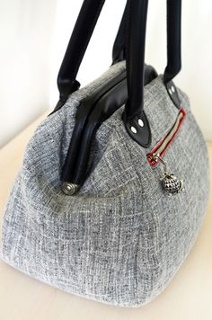 Bag of the Month Club - January - The Companion Carpet Bag - sew-whats-new.com