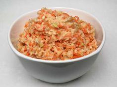 Mrkvovo-kapustový šalát s jogurtom • Recept   svetvomne.sk Fried Rice, Risotto, Potato Salad, Fries, Cooking Recipes, Potatoes, Ethnic Recipes, Food, Coriander Spice