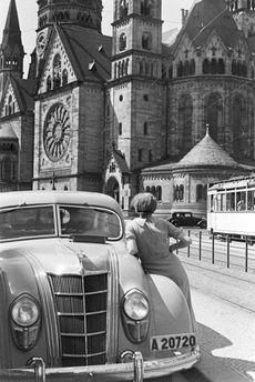 BERLIN 1930er, an der Kaiser-Wilhelm- Gedaechtniskirche