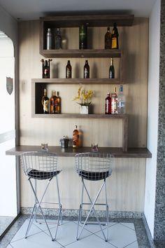 Barzinho real life Diy Home Bar, Modern Home Bar, Home Bar Decor, Bars For Home, Diy Breakfast Bar, Home Cocktail Bar, Wooden Dining Table Designs, Home Bar Counter, Mini Bar
