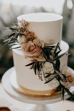 Thomas and Ariana's 'Earthy Boho' Flower Filled San Diego Wedding by Astray Photography Wedding Cake Rustic, Chic Wedding, Floral Wedding, Dream Wedding, Wedding Blog, Wedding Ideas, Bodas Boho Chic, Boho Cake, Wedding Cakes With Flowers