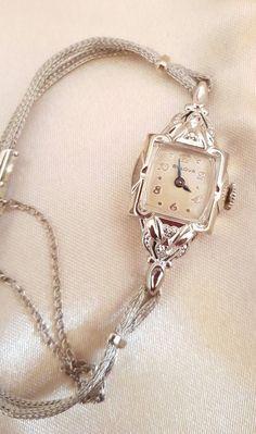 Antique 1953 Ladies Bulova 21 Jewel Wrist Watch by Pinkdecocottage Old Watches, Antique Watches, Ladies Watches, Art Deco Watch, Vintage Watches Women, Victorian Jewelry, Beautiful Watches, Vintage Diamond, Fashion Watches