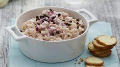Určitě máte ve svém repertoáru recepty na oblíbené pomazánky. Vděčná chuťovka, kterou lze servírovat jako snídani, svačinu i rychlou večeři...