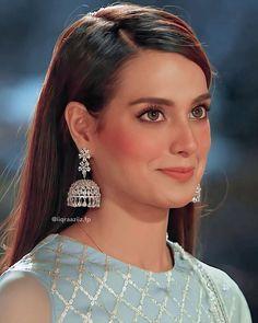 Pakistani Girls Pic, Pakistani Fancy Dresses, Pakistani Dress Design, Celebrity Makeup Looks, Celebrity Outfits, Look Fashion, Fashion Beauty, Khuda Aur Mohabbat, Beautiful Women Videos