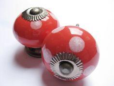 097 Porseleinen kastknop Rood met Witte Stippen 4 cm