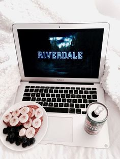 Cheers to the weekend friends! What are you beautiful babes up to this weekend? I'm oh so ready to be spending the next couple days getting caught up on RIVERDALE. It'll be a weekend full of griffins gargoyles and the man in black.