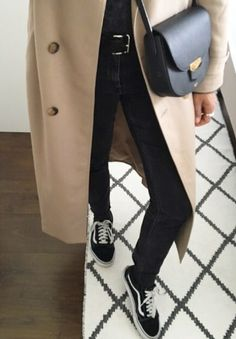 Trench Coat Outfit, Fashion Gone Rouge, Fall Jeans, Spring Street Style, Autumn Winter Fashion, Fashion Fall, Amazing Women, What To Wear, Women Wear
