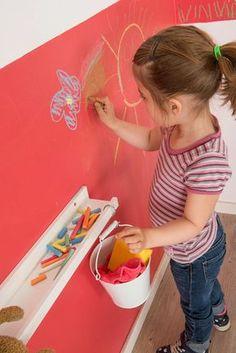 Kinderzimmerwand mit bunter Kreide kreativ gestalten: ausgefallene Kinderzimmer von Jansen