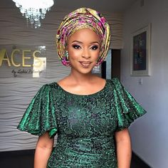 Wedding Season Is Upon Us.See the Lastest and Eye-Popping Aso-Ebi Styles - Wedding Digest Naija Nigerian Lace Styles, African Lace Styles, Short African Dresses, African Inspired Fashion, Latest African Fashion Dresses, African Print Dresses, African Print Fashion, Ankara Styles, Nigerian Fashion