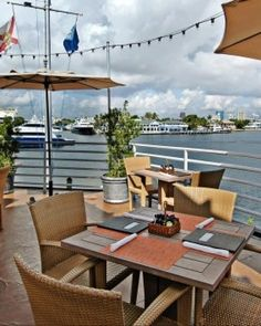 Pelican Landing is a relaxed outdoor restaurant right on the Intracoastal Waterway. #Jetsetter #JSBeachDining