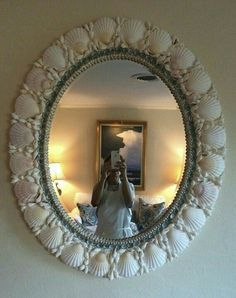 Shell mirror by Seashore Chic Mirror Crafts, Diy Mirror, Wall Mirror, Sea Crafts, Sea Glass Crafts, Seashell Art, Seashell Crafts, Seashell Projects, Shell Decorations