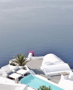 MORNING • thesuites SANTORINI #escape #greece #santorini #thesuites #residences #nohotels