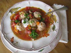 Meatball Soup Recipe or Romanian Ciorba de Perisoare - baconcheeseburger-sundays Fall Recipes, New Recipes, Soup Recipes, Favorite Recipes, Russian Recipes, Italian Recipes, Romanian Food, Romanian Recipes, Meatball Soup